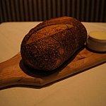 パンの表面は固い