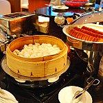 朝食は飲茶や洋食が数種類。お願いするとオムレツも焼いてくれます。