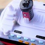 おもちゃセットの一つ、ミニディズニークルーズラインにぴったりのサイズのヤドカリちゃんがいたので、乗せてみました!かわいい!! このヤドカリちゃん、もちろんちゃんと浜辺に返してあげました!笑