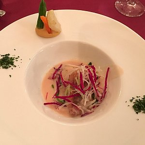 魚料理の「イトヨリのフリットと帆立貝のポワレ、ポテトクリームスープ」。ホタテ美味しかったよ、うちの相方よ!スープとともに上に乗っている野菜をいただくと美味しかったです。