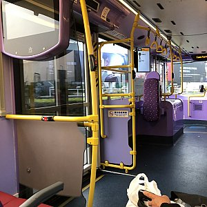 バス内部です 機内持ち込み可のスーツケースなら2階にもっていけますよ!