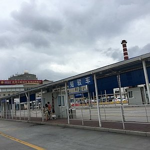 虹橋空港から車が置いてある所まで歩きました♪