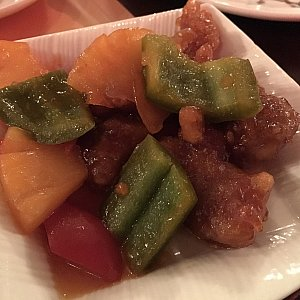 classic sweet and sour pork with pineapple cubes。普通に日本の酢豚と同じような感じです