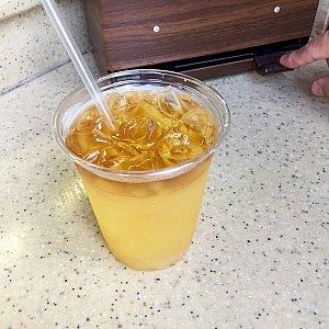 中国館のHappy Peachと言うラムベースのカクテルを注文しました。これが大当たり!飲みやすいですが、お酒もなかなか強いです。これすぐにまた注文したくなりました。星⭐︎⭐️⭐️⭐️⭐️。