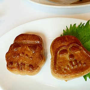 前回食べたスターウォーズの南京ハムとナッツの飲茶