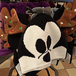 以下キャンペーンとは関係ない気になったグッズ紹介です まずは追加のクリスマスグッズ! トナカイミッキーのニット帽(大人用) 159元