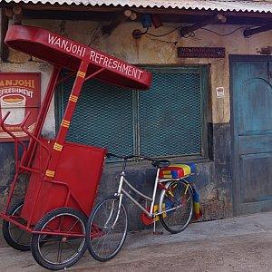 「WANJOHI REFRESHMENT」の屋台自転車がディスプレイされてました。