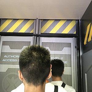 この扉に来るのはアトラクションもグリーティングも同一。交互に通しているようです