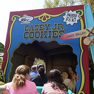 クッキーの箱の中へ