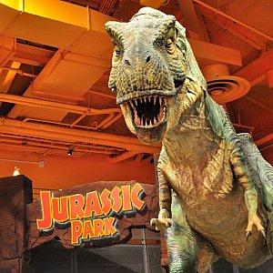 ニューヨークのトイザらスにはド迫力の動く恐竜が!