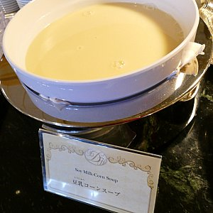 !冷静スープはこちらにもう一品! 豆乳コーンスープ! この他に温かいミネストローネスープもあります!