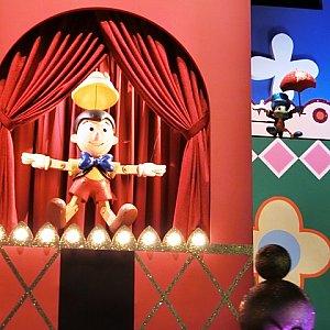 「ピノキオ」、海外パークより立体的で、隣にジミニークリケットもいます。