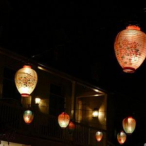 店内を灯す提灯がとっても綺麗です