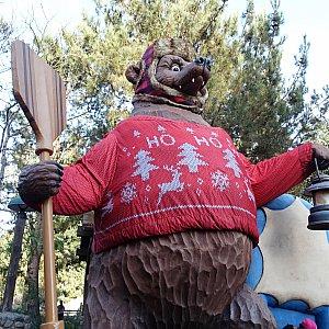 ホリデーシーズンはグリズリーもクリスマス衣装に!