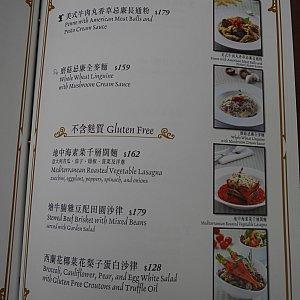 パスタもあります😆 香港では柔らかい麺が好まれるらしいので、伸びた感じのが出てくるかもですが😅 今度行ったらベジタブルラザニアを食べようと思います😁