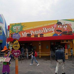 【ポテトヘッド】 エリアに入ると中央にポテトヘッドのお店があります。