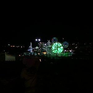 グリーンの船(夜)※広角レンズ使用