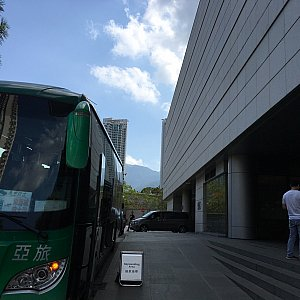 シティゲートアウトレットの北駐車場(屋外)に到着。シティゲートアウトレット発のバスもここから出ます