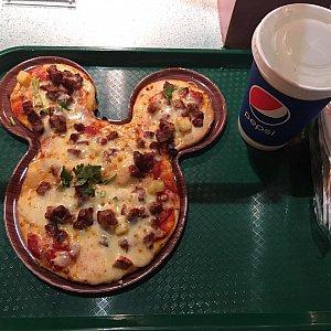 BBQポーク&パイナップルピザのセットは75元也。シーズナルパス割引きで60元です。