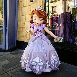 ソフィアに並んでいるのは小さな女の子ばかりで、ちょっと気恥ずかしいですが、せっかくなので。