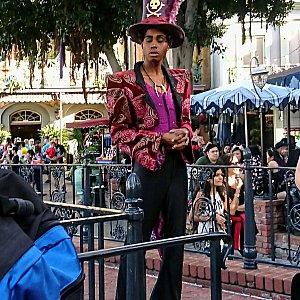 ニューオーリンズでは「プリンセスと魔法のキス」のヴィランズ、ファシリエがグリーティングしていました。アニメより若くてハンサム♡