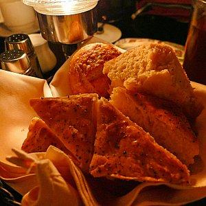 おかわり自由のパン。