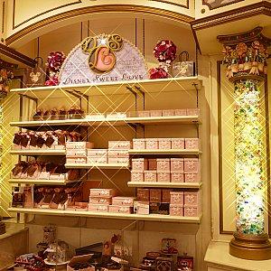 見てるだけでもワクワクしちゃう可愛いチョコレート達! 紹介しきれなかった商品もありますので皆さんも是非ショップへ! どれを買うか迷っちゃうよ〜〜(悩)!!!