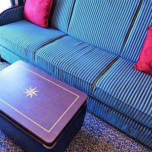 ソファーとテーブル