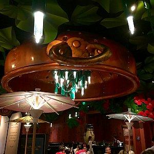 食事が終わって、レストランの奥の方へも足を伸ばしてみました。結構大きなレストランです。