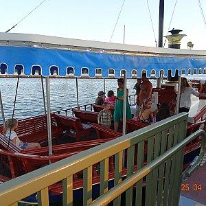 ポリネシアンビレッジ行きのボート乗り場