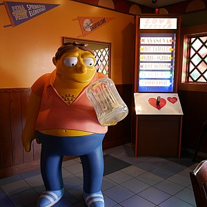 【Moe's Tavern】中でつながっている隣のお店。ここで食べることもできます。