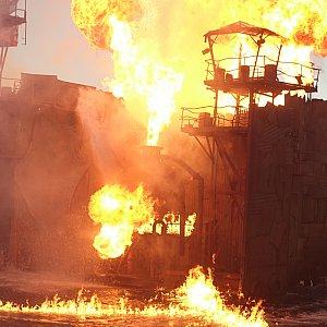 ラストは圧倒的な炎と爆発!さすがハリウッド!