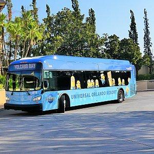 オフィシャルホテルとの往復の場合は、ミニオンやシュレックなどのキャラクターが描かれたバスに乗ります。