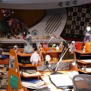 アニメーターさんの机がとっても可愛いんです!レミーとかベイマックスとか可愛すぎませんか?