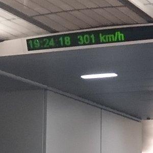 最高時速は301km/h!!