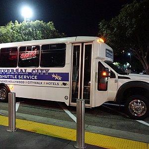 これがホテル用のシャトルバス。しっかりバスです。