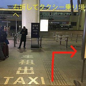 10番出口を出たら右へ曲がります。