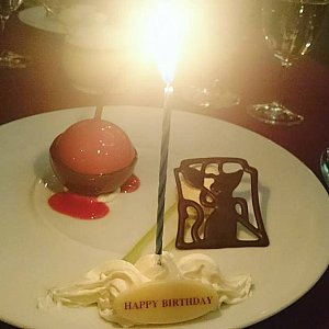チョコレートムース、チェリーソース、バニラアイスクリーム添え(誕生日仕様)