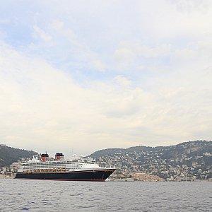 再び船の全体写真です。