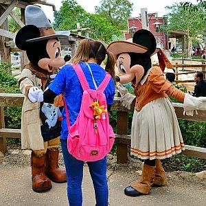 続いて私の番!この日2度目のガルチでは持ってた実写トートにくいついてくれました!着ていたTシャツもミッキーだったのでミッキーが飛び跳ねて喜んでました!もっといっぱいミッキーグッズあったのに・・・!!持ってきてあげればよかった!!次回は絶対コテコテのミッキーコーデで来ようと思います!!!(燃)
