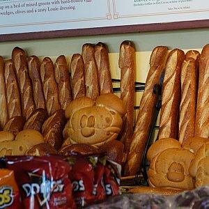 The Bakery Tourの隣にあるPacific Wharf Cafeというレストランで、このアトラクションで焼き上げたパンが売られています。
