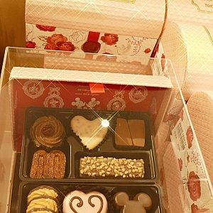 ここからちょっとグレードアップ! 10種類の可愛いクッキーが詰まったボックス! これ本当にクッキーなの?!可愛すぎる! 宝箱みたいでキラキラで私のお気に入りです! 2500円!