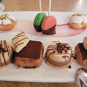 デザートは結構豪華です(写真は二人分)