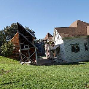 正面から見ると立派な家でも、こんな風に立てられているんですね✨