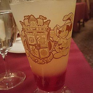 マゼランズ・オリジナルソフトドリンク、コレクタブルグラス付き