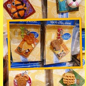 チャームは現在6種類! パークのお気に入りフードを選びましょう! 私みたいに好きなフードがありすぎると 悩みに悩んで結局何も買えません。 だって選べない〜〜〜!!!(ギャー!)