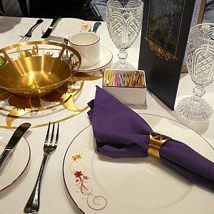 テーブルセットの色合いも素敵♪