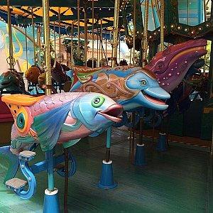 本当の海の動物達を模しているというよりは、芸術性のあるデザインです。
