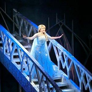 「Let It Go」を歌うシーンは圧巻。