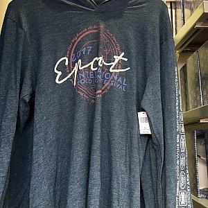 長袖Tシャツも。$42.99